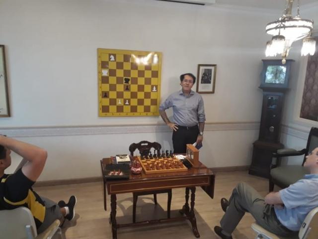 Durante o torneio, foi feita uma pausa para estudo! Foi analizado um problema do compositor russo Leonid Kubbel, composto em 1922. As brancas jogam e ganham. Vocês conseguem encontrar a extraordinária e inusitada solução?